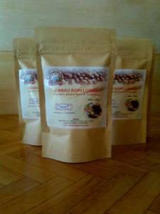 kopi luwak asli dari perkebunan kopi dengan kualitas premium, tersedia kemasan kopi luwak ranau 250 gr. Kopi yang di tanam di daerah danau ranau sumatera selatan. Kami hanya memproduksi maksimal 300kg kopi luwak setiap bulan untuk menjaga kualitas kopi luwak ranau